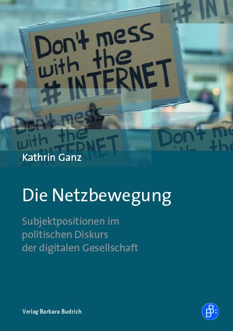 """Cover Die Netzbewegung: Blauer Umschlag mit Foto eines Demo-Schildes mit Aufschrift """"Don't mess with the #Internet"""""""